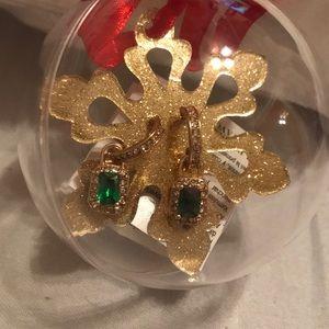 🆓 w/ any purchase— Avon earrings
